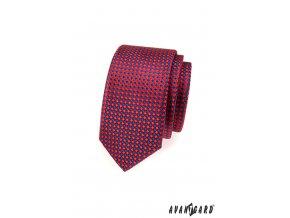 Červená lesklá slim kravata s modrým vzorem
