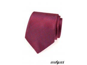 Červená jemně lesklá kravata s jemným modrým vzorem