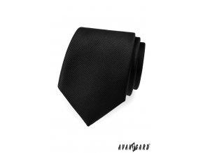 Černá kravata s jemným rýhováním