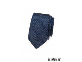 Modrá slim kravata s tmavým vzorem