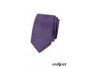 Modrá kravata se zajímavým růžovým vzorem