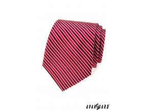 Červená kravata s tenkými bílými proužky