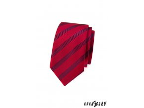 Červená slim kravata s tenkými tmavými proužky