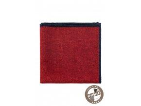 Červený kapesníček s tenkým modrým vzorem