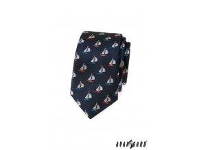 Tmavě modrá luxusní slim kravata s barevnými plachetnicemi