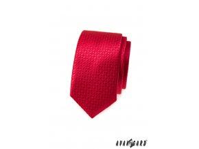 Červená jemně lesklá slim kravata s rytím
