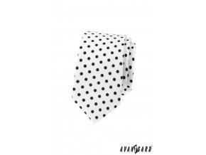 Bílá luxusní slim kravata s puntíky