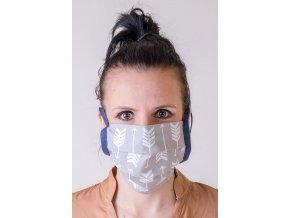 Světle šedá ochranná rouška na obličej s kapsou (se šňůrami)