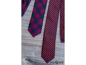 Červená pánská slim kravata s modrým vzorem šachovnice