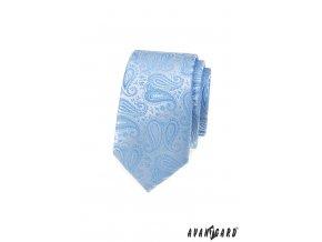 Světle modrá luxusní pánská slim kravata se výrazným vzorem