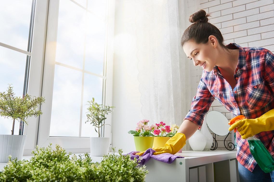 Prach v domácnosti může škodit i nealergikům. Zatočte s ním!