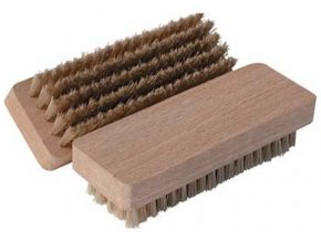 Dřevěný kartáč na semiš