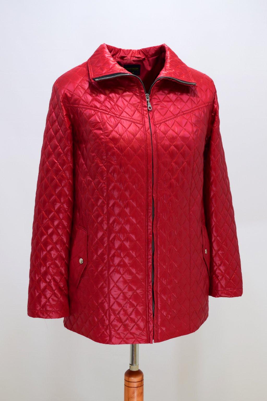 Dámská červená přechodová bunda Ilona nadměrné velikosti.