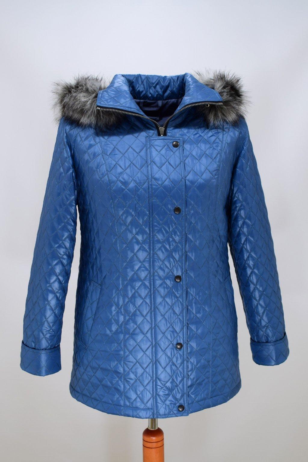Dámská světle modrá zimní bunda Krista nadměrné velikosti.