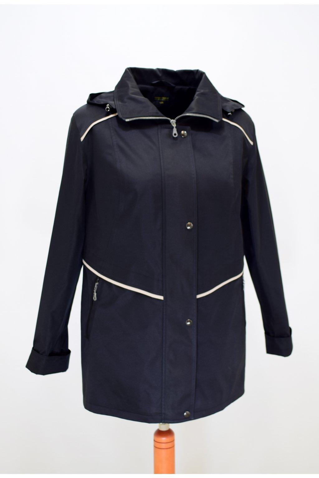 Dámská černá jarní bunda Edita nadměrné velikosti.