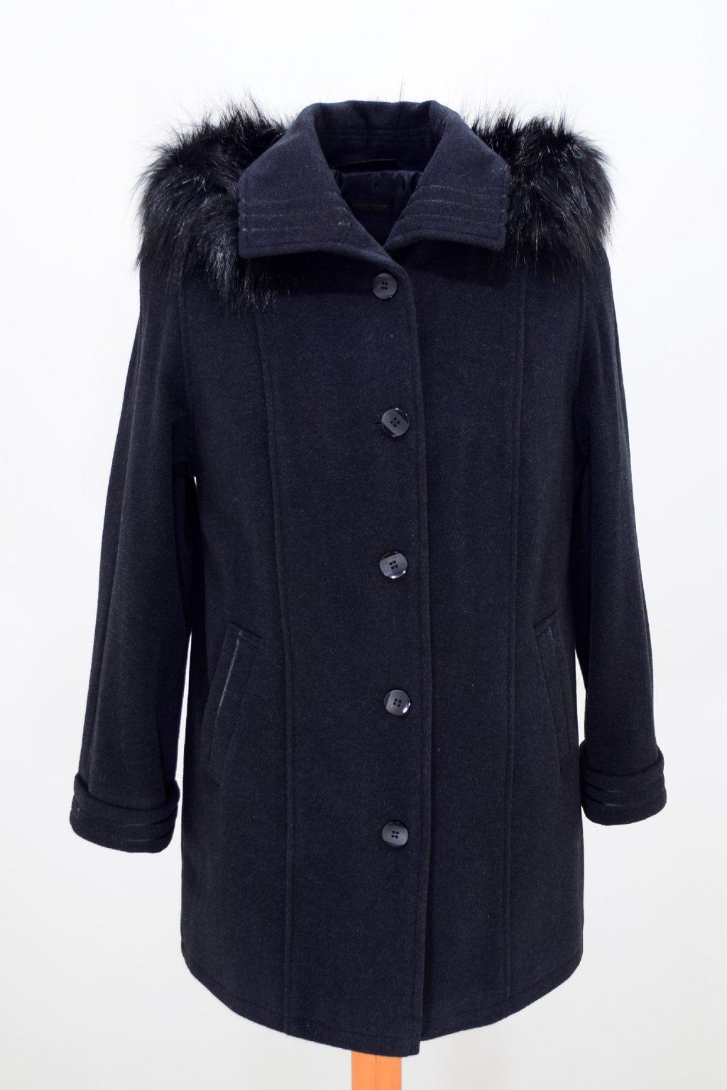 Dámský černý zimní kabát Renata nadměrné velikosti.