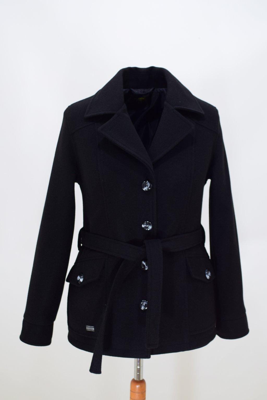 Dámský černý přechodový kabátek Erika nadměrné velikosti.
