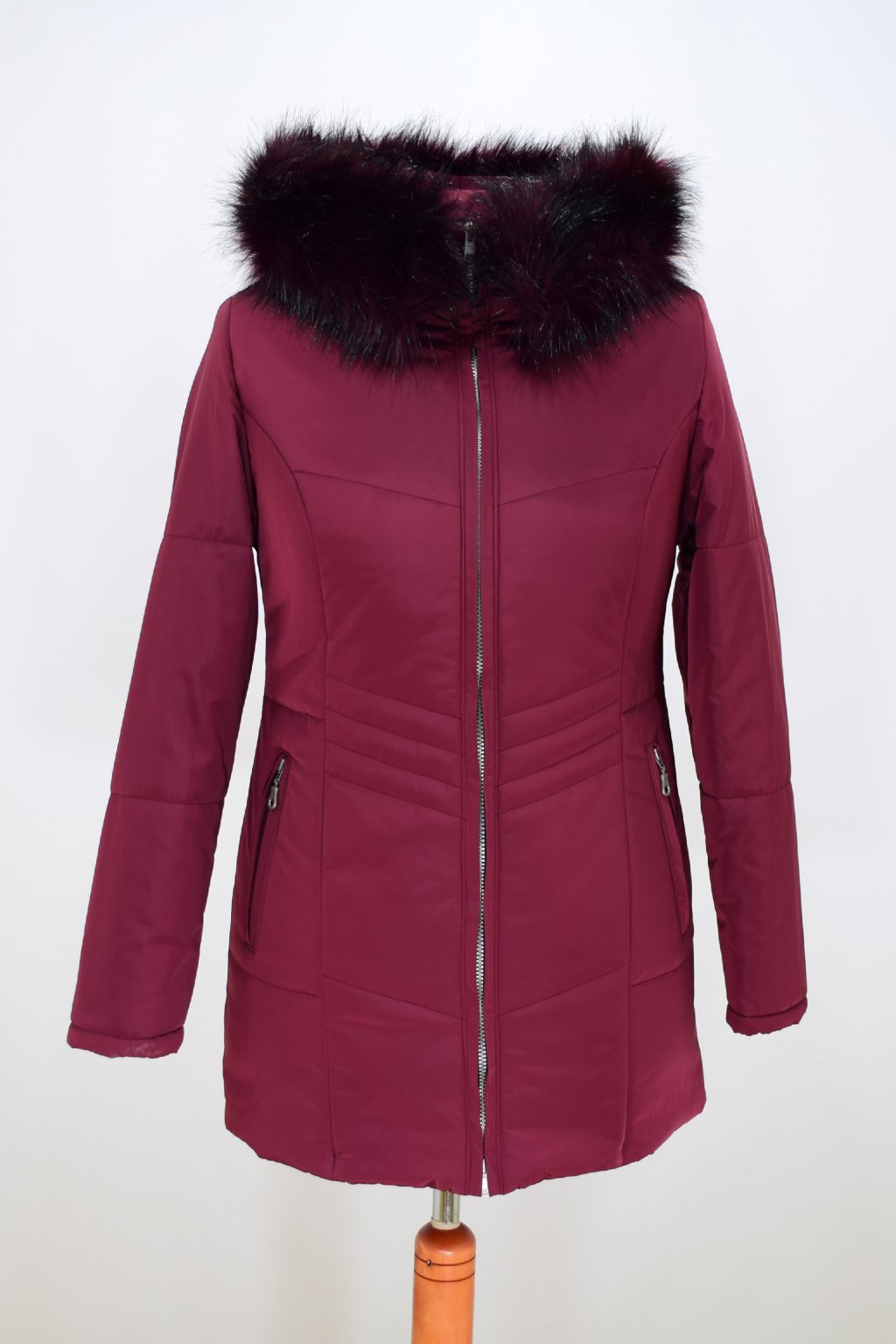 Dámská vínová zimní bunda Judita nadměrné velikosti.