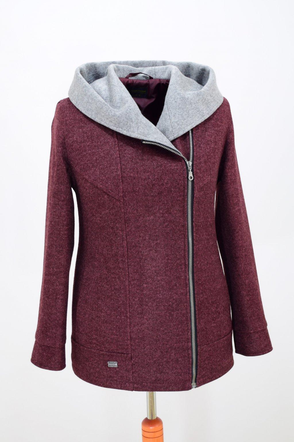 Dámská vínová zimní bunda Inka nadměrné velikosti.