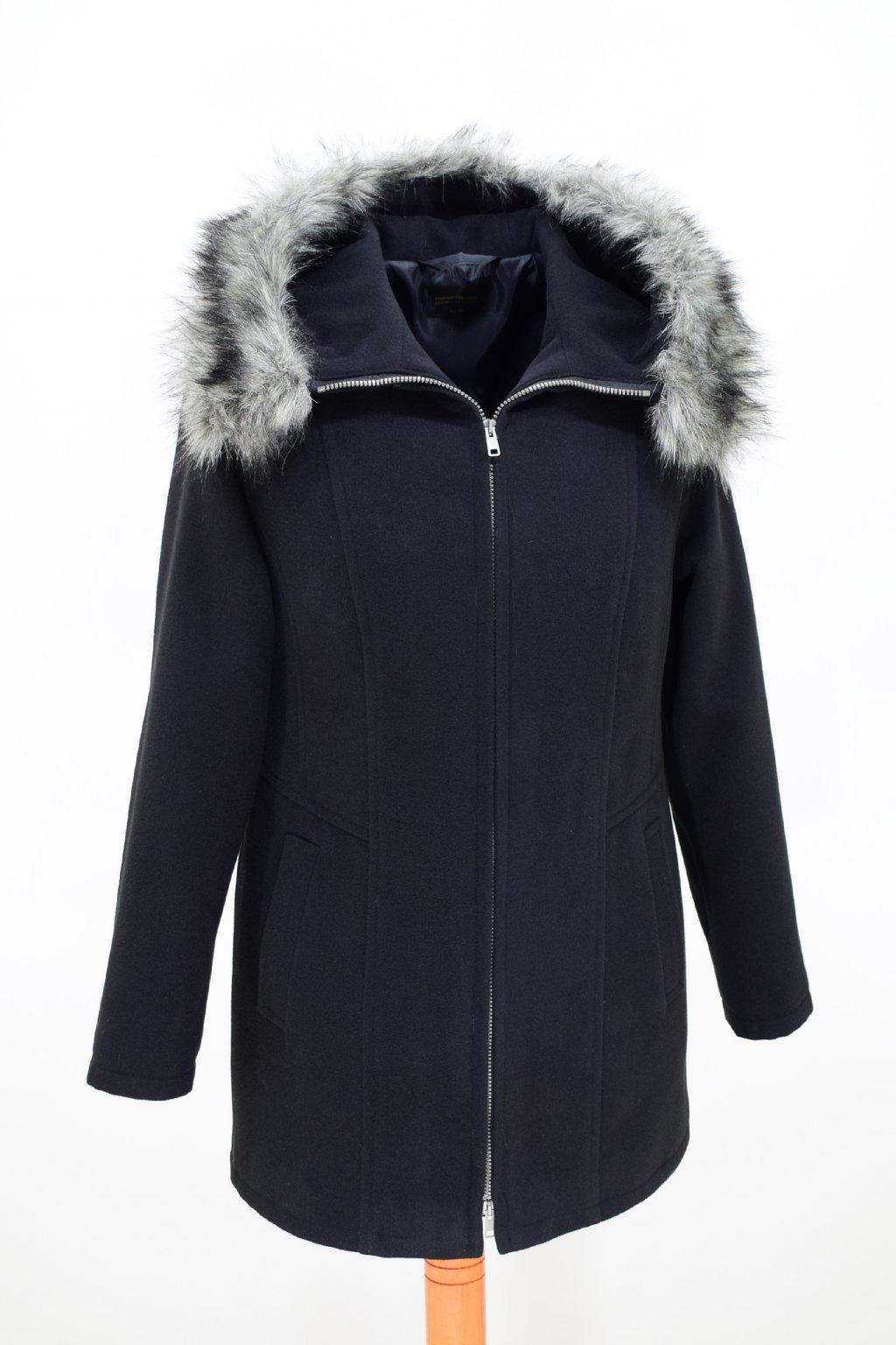 Dámský černý zimní kabátek Žaneta nadměrné velikosti.