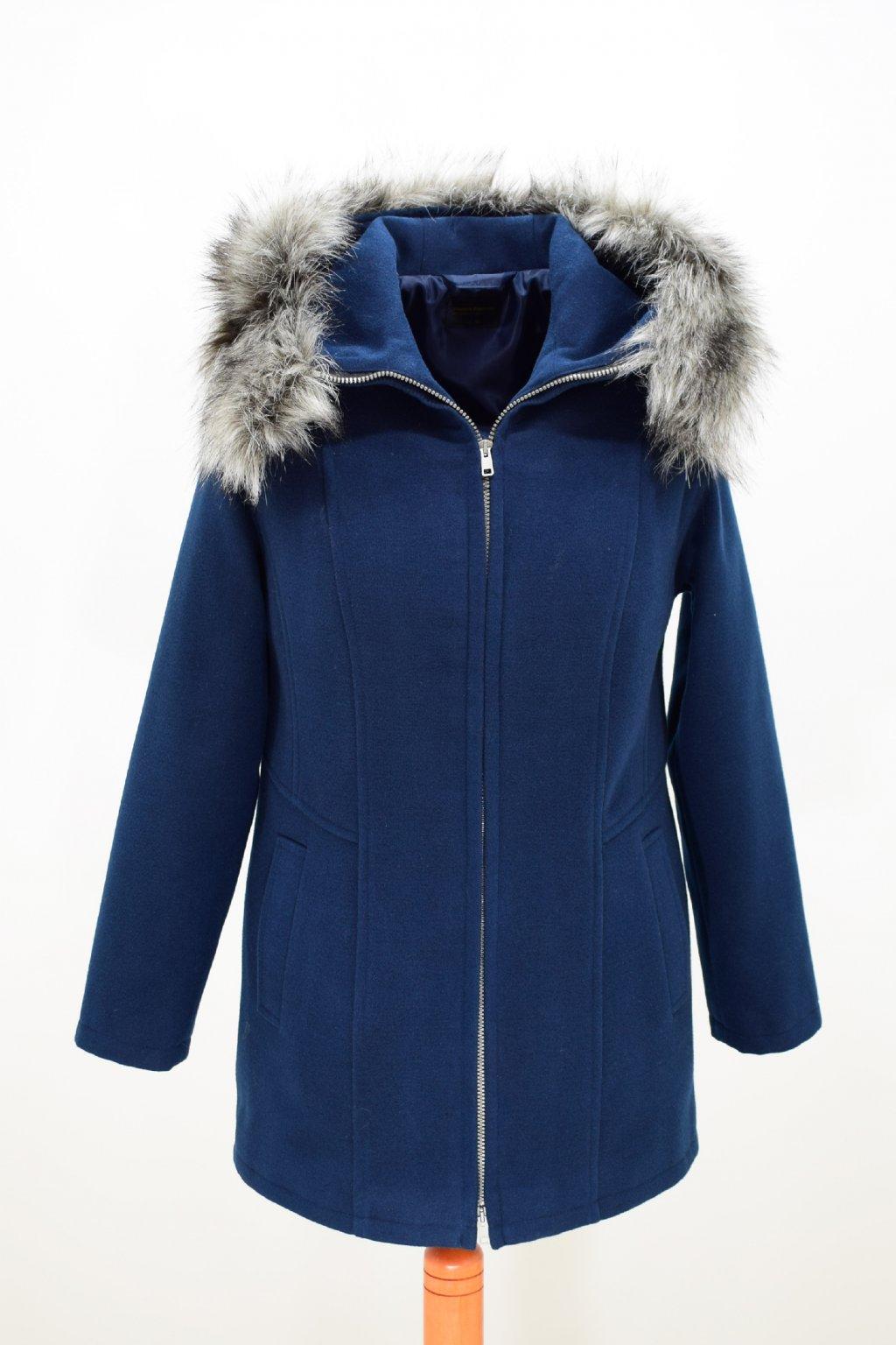 Dámský tmavě modrý zimní kabátek Žaneta nadměrné velikosti.