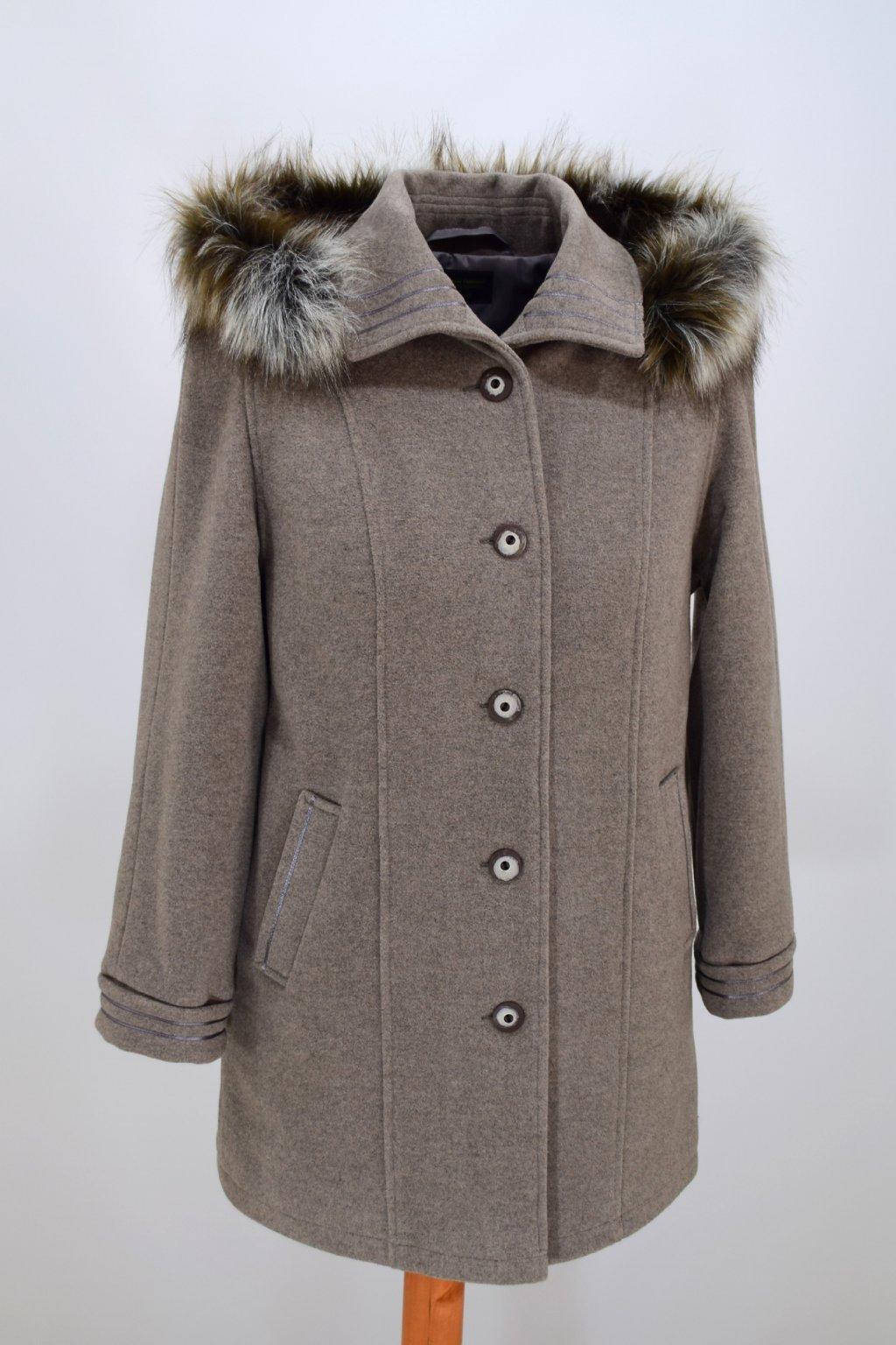 Dámský béžový zimní kabát Renata nadměrné velikosti.
