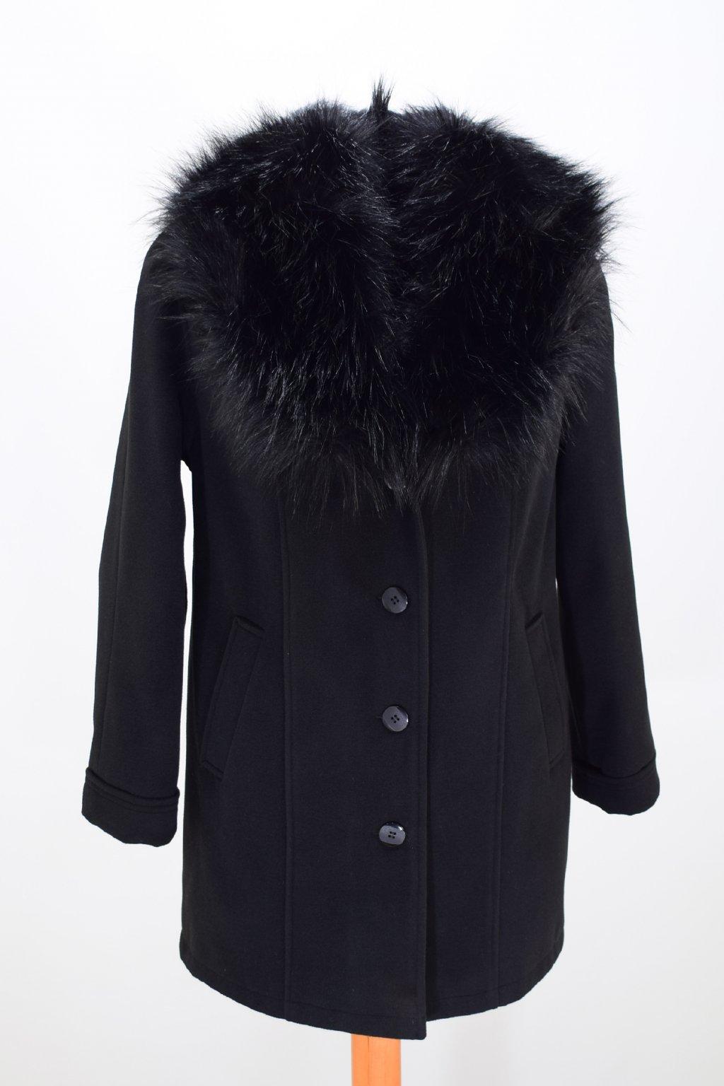 Dámský zimní černý kabát Táňa nadměrné velikosti.