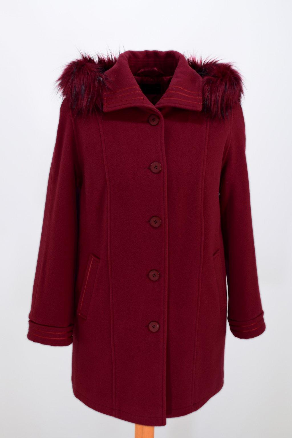 Dámský vínový zimní kabát Renata nadměrné velikosti.