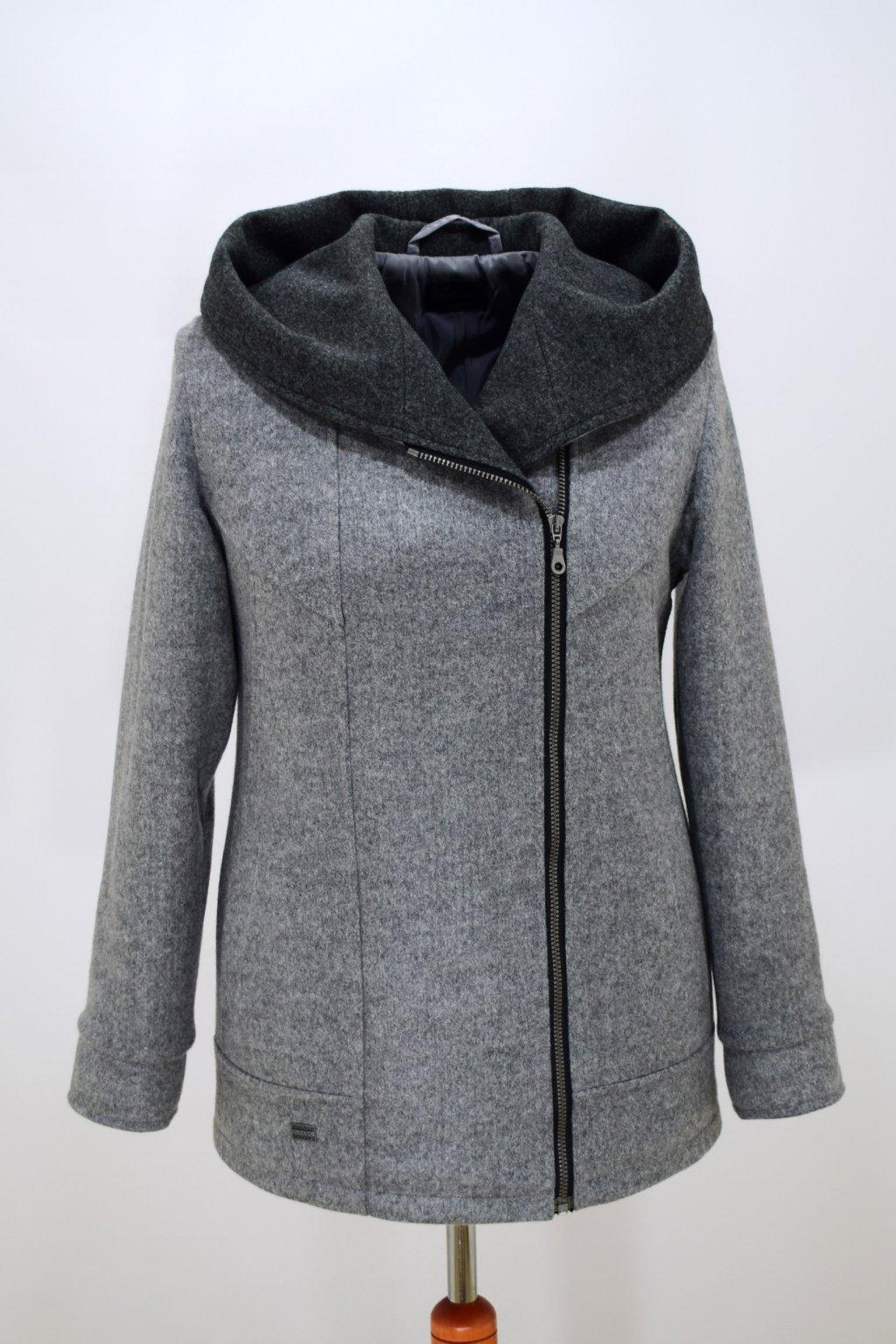 Dámská světle šedá zimní bunda Inka nadměrné velikosti.