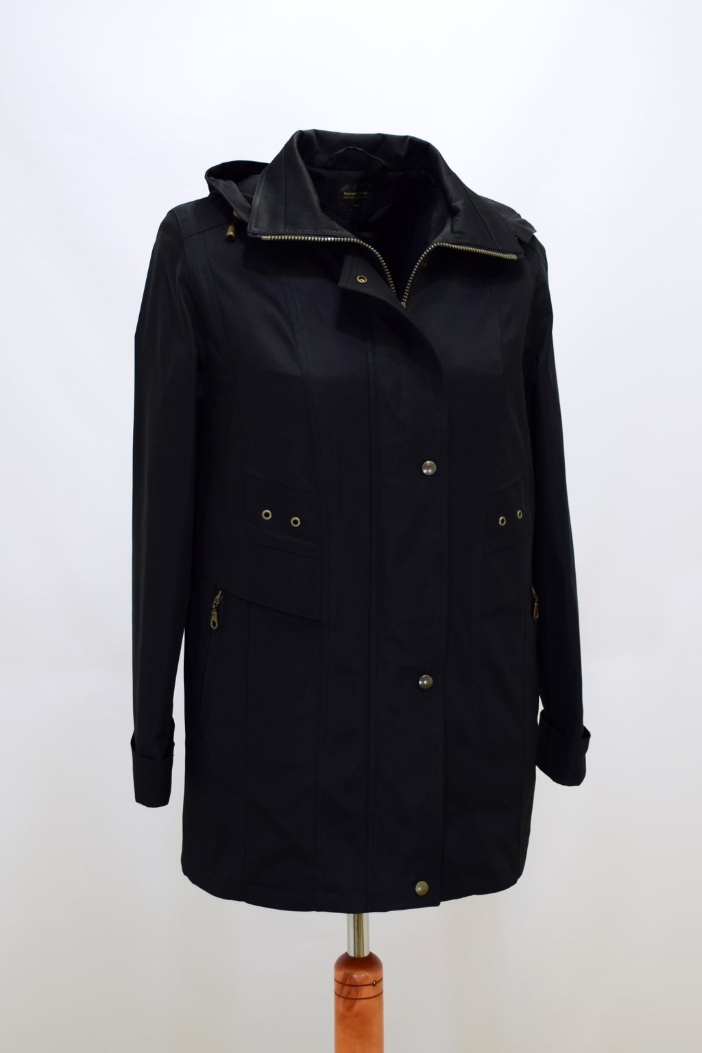 Dámská černá jarní bunda Helena nadměrné velikosti.