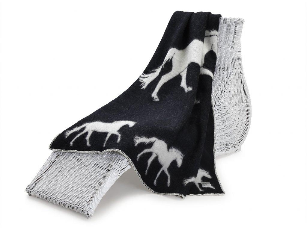 vlněná deka koník tmavý 1