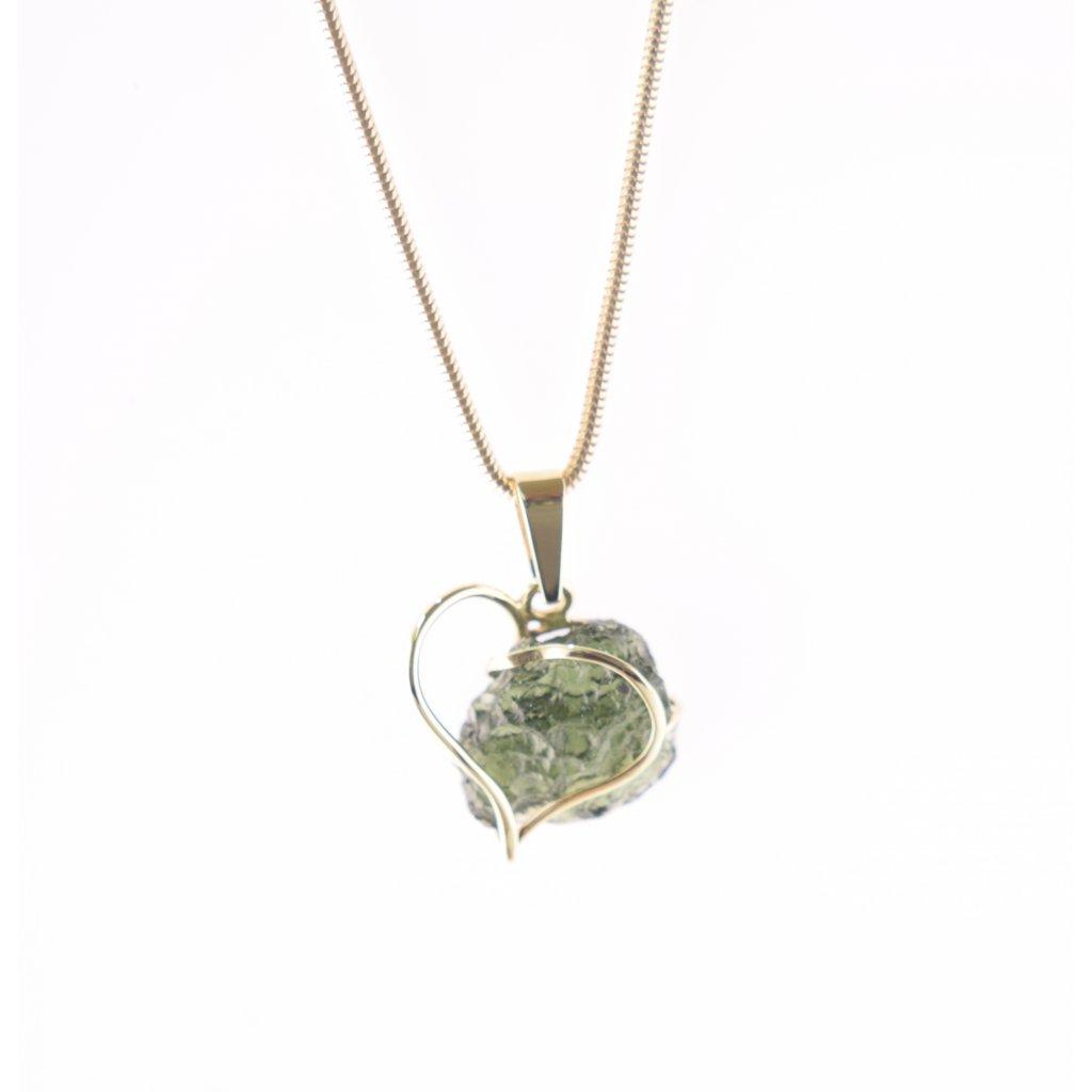 zlatý přívěšek s vltavínem ve tvaru srdce