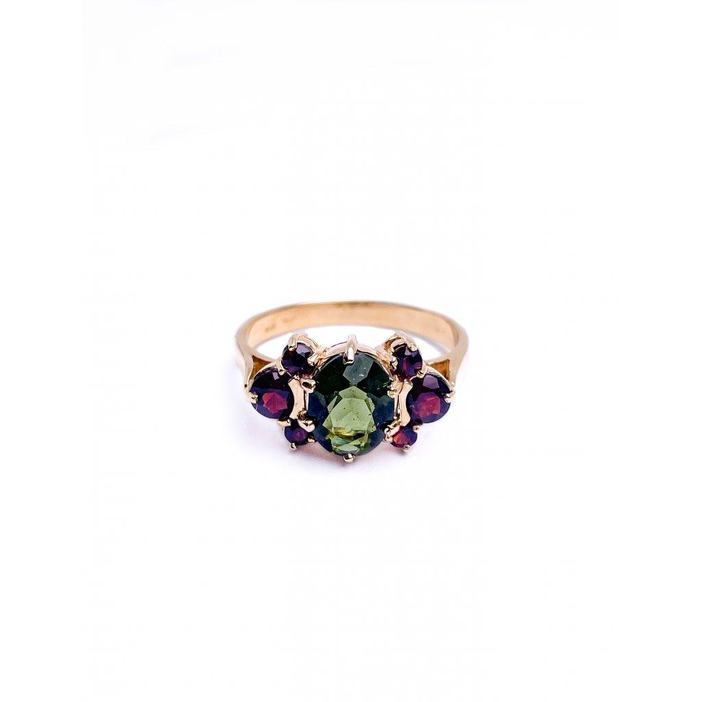 zlatý prsten s vltavínem a granáty