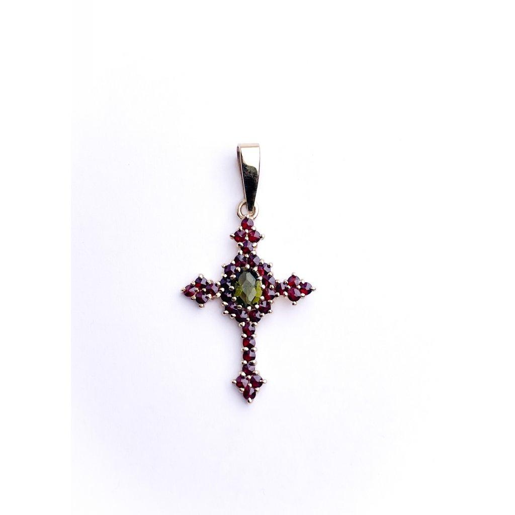 Zlatý přívěšek kříž s vltavínem a granáty