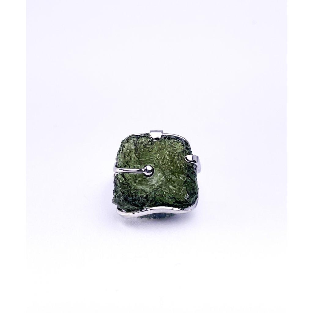 Stříbrný prsten s vltavínem