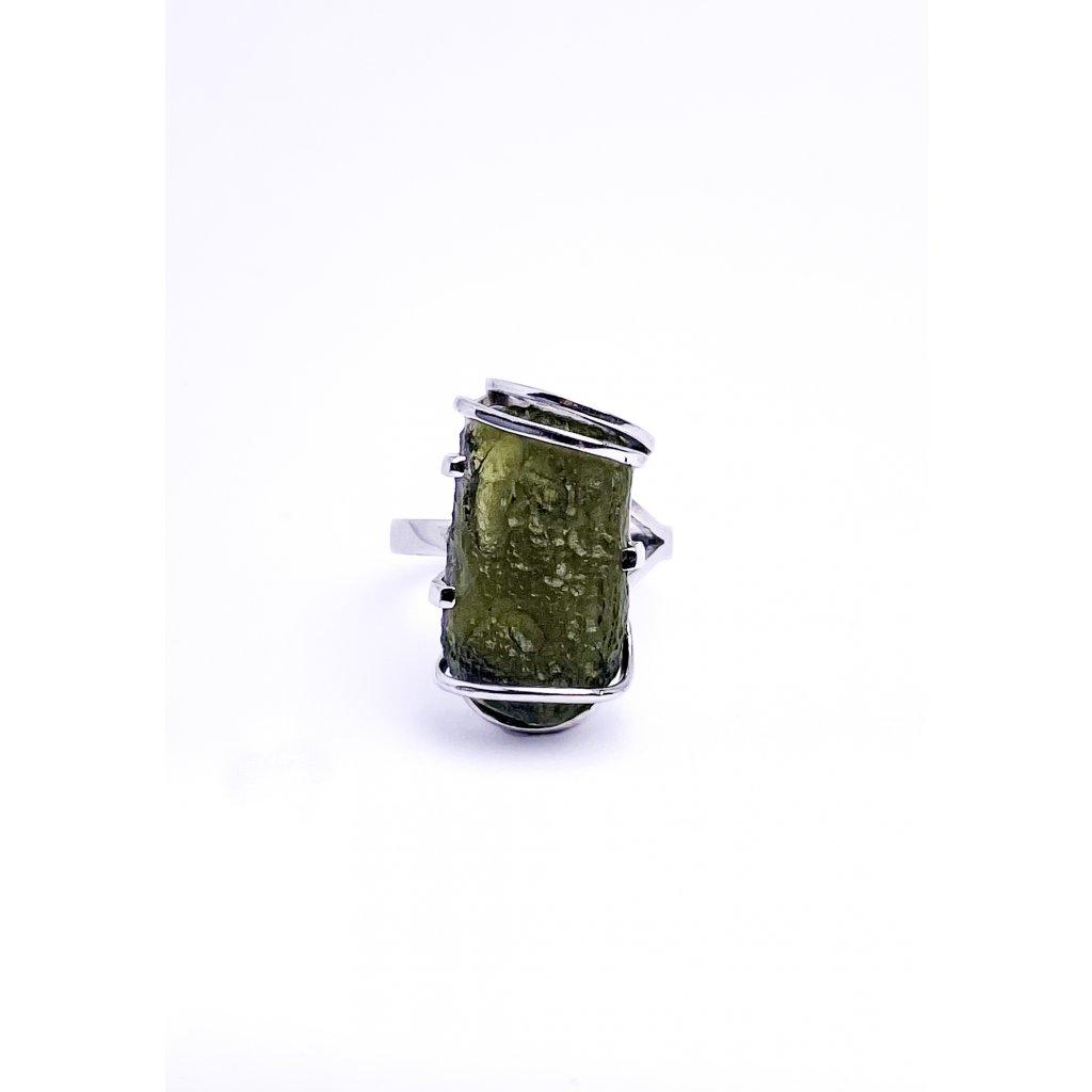 Prsten s vltavínem ve stříbře