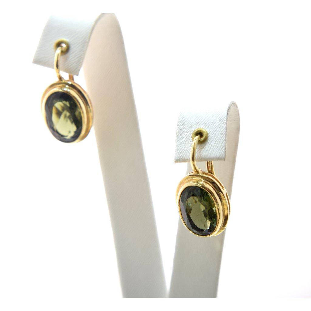Zlaté naušnice s broušeným vltavínem (ovál)