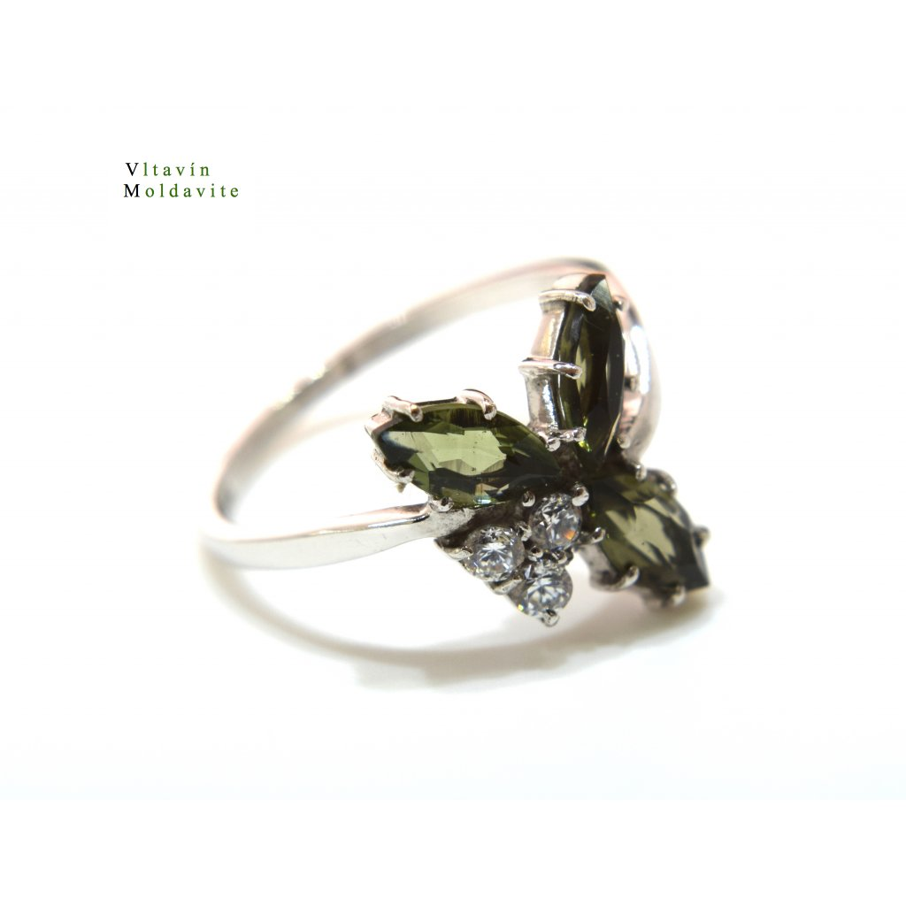 Stříbrný prstýnek s vltavínem a cirkony - trojlístek