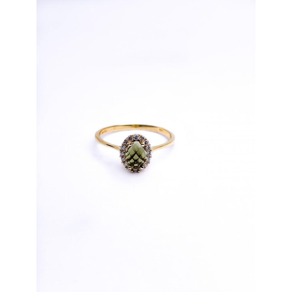 Zlatý prstýnek s vltavinem a zirkony