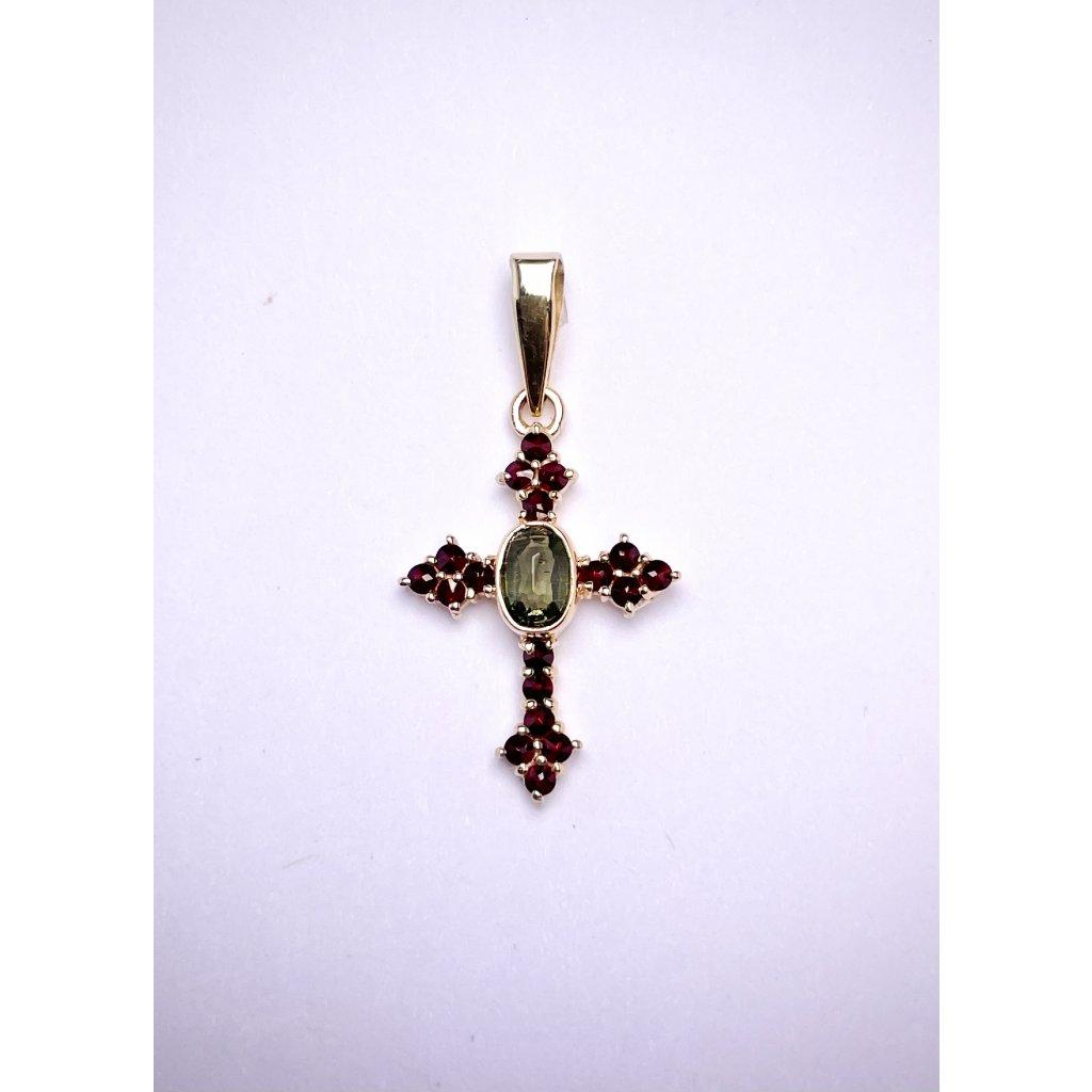 zlatý křížek jako přívěšek s vltavínem