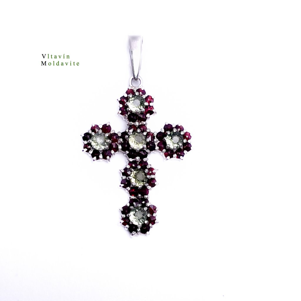 Stříbrný přívěšek kříž s broušenymi vltavíny a granáty