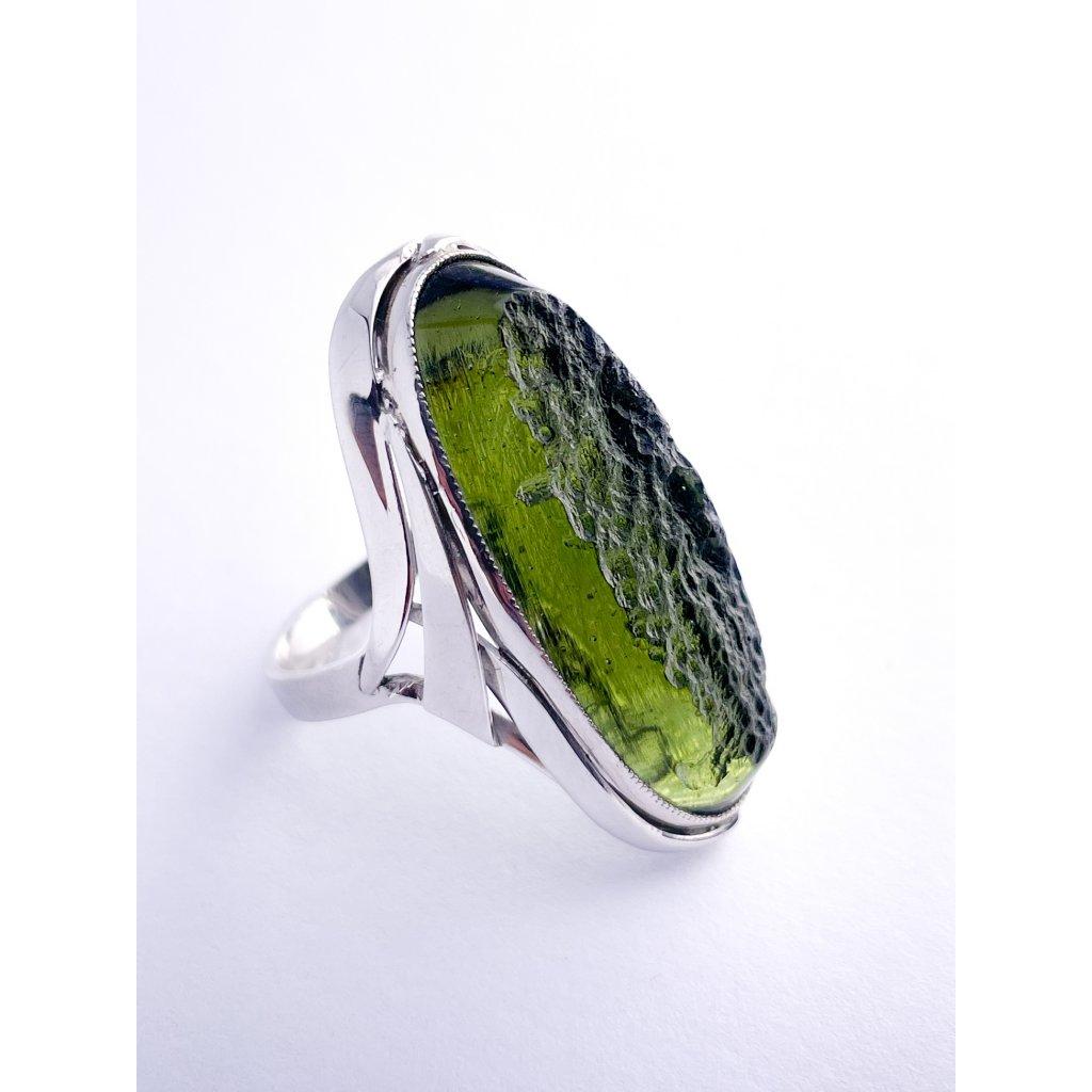 Stříbrný prsten s vltavínem , polobrus