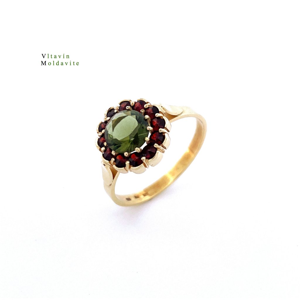 Zlatý prsten s  nebroušeným vltavínem