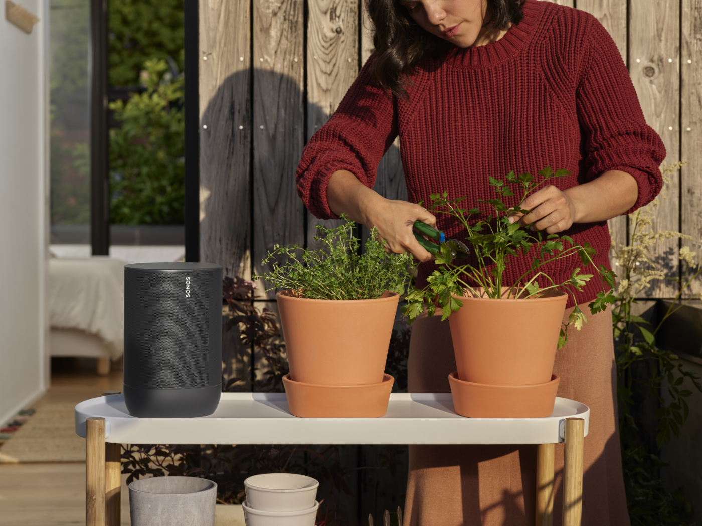 Move_Black-Lifestyle-Urban_Apartment-Outdoor_Listening-Gardening-with_Cast-Q4FY19_MST-MST_JPEG_fid42382
