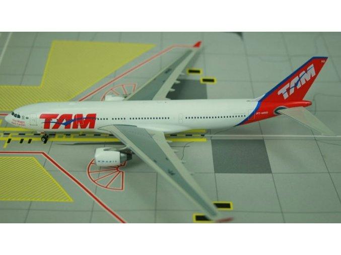 Phoenix - Airbus A330-223, společnost TAM Brasil, Brazílie, 1/400