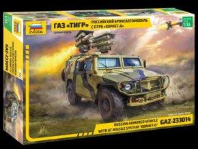 """Zvezda - terénní automobil GAZ """"Tiger"""" s protitankvým raketovým systémem """"Kornet D"""", Model Kit military 3682, 1/35"""