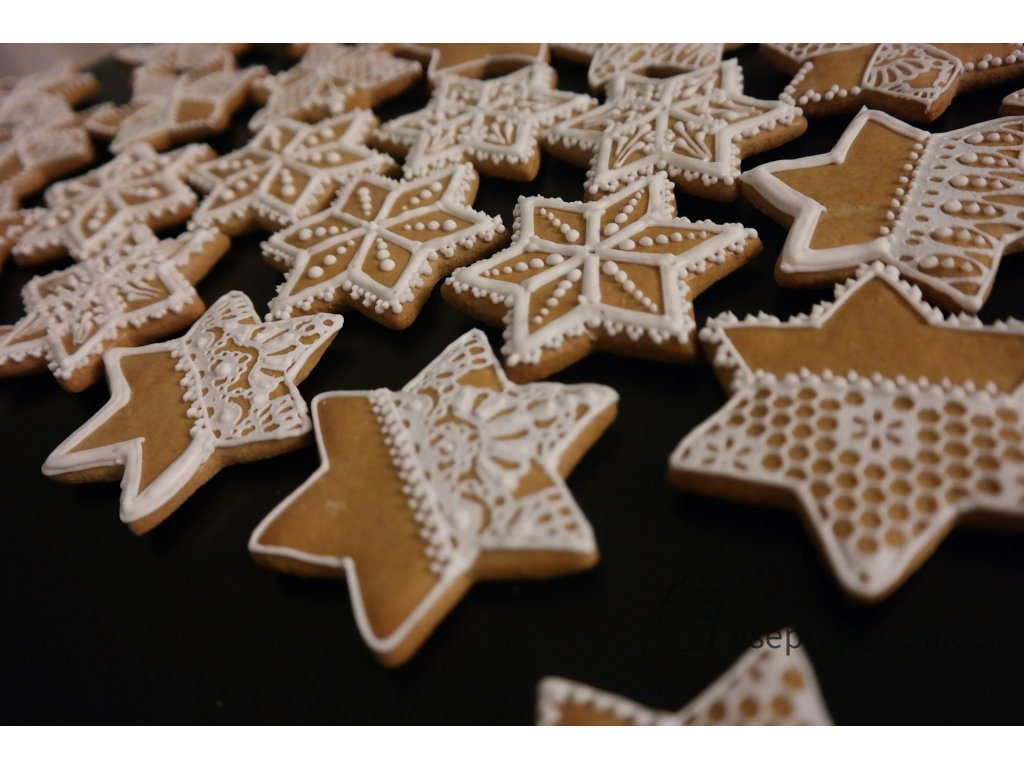 the gingerbread 629706 1920