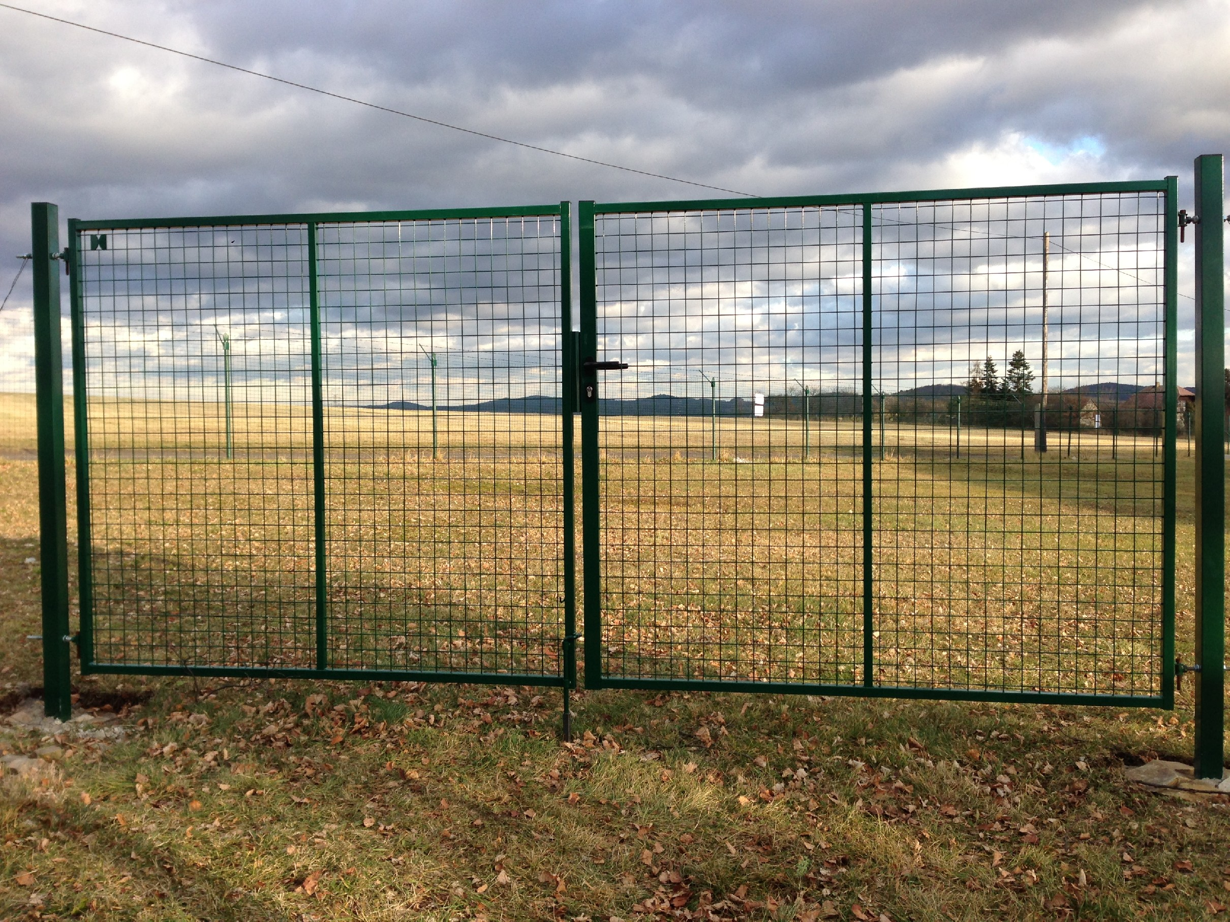 Brána se svařovanou sítí PLUS zinkovaná šířka 3000 x v. dle výběru Výška v mm:: 150060Kg