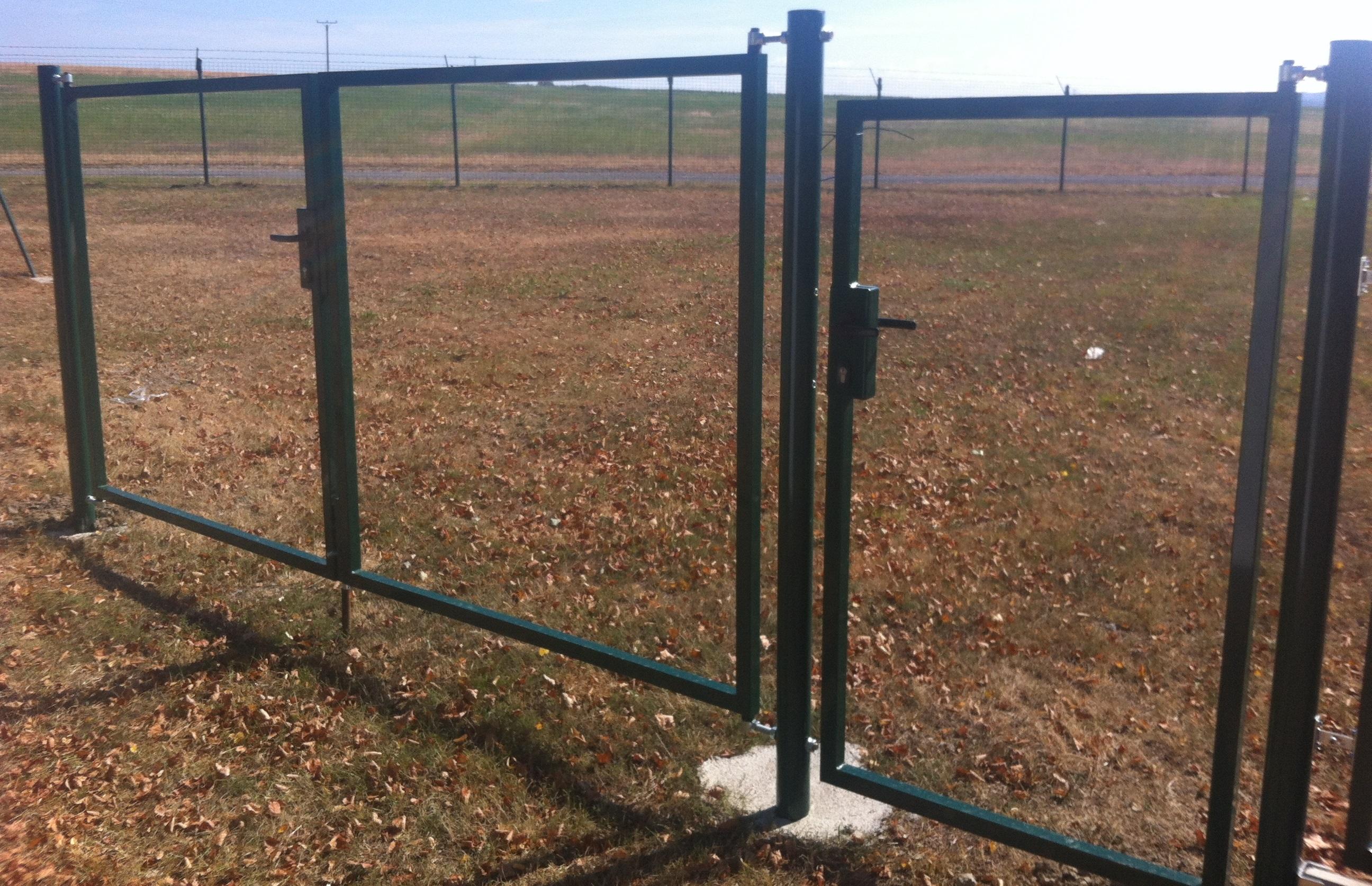 Brána rám pro vlastní výplň, hnědá, šířka 4000 mm x výšky dle výběru Výška v mm:: 160060Kg