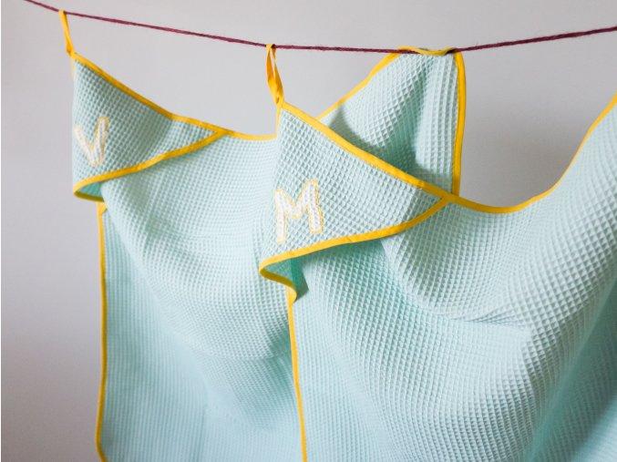 ľahký detský uteráčik s iniciálkou